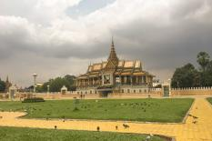 tour in phnom penh - Royal-palace-front-phnom-penh.jpg