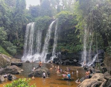 Kulen Water Fall Tour - Kulen Mountain National Park - River One Thousand Linga Buddha sdraiato